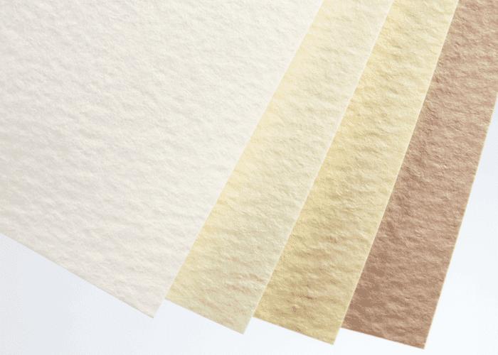 表紙用紙の地色と厚み(左端は比較用の上質70K)